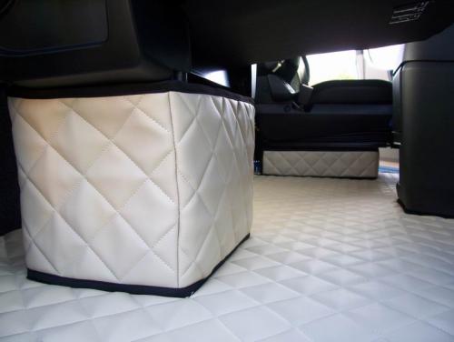 Sitzsockelverkleidung passend für Mercedes Actros MP4 Fahrersitz Luftgefedert